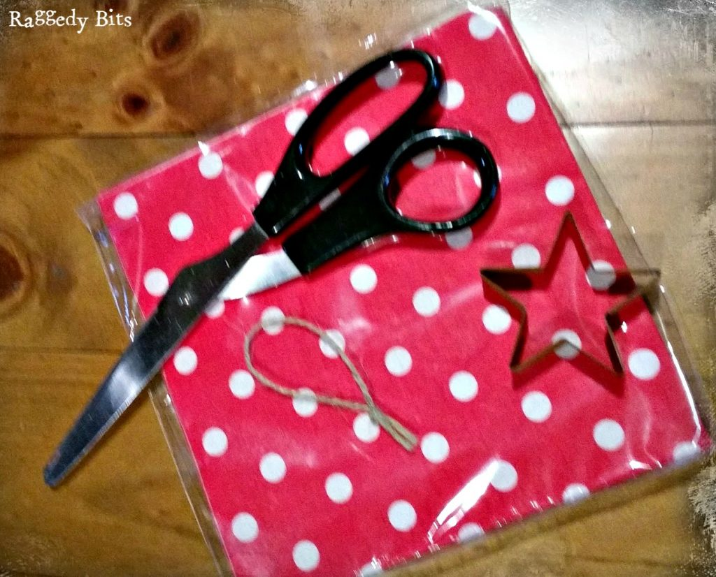 Super Easy Polka Dot Christmas Decorations using paper serviettes. See how with a full tutorial   www.raggedy-bits.com