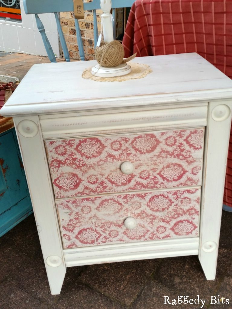 After finding a side table at a local side table for $5, I wanted to share how to give any piece of furniture you may find a sweet shabby made over side table new look | www.raggedy-bits.com