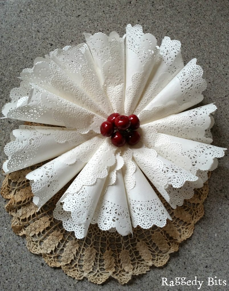 Christmas Craft Ideas With Paper Doilies : Easy vintage paper doily crafts for christmas raggedy bits
