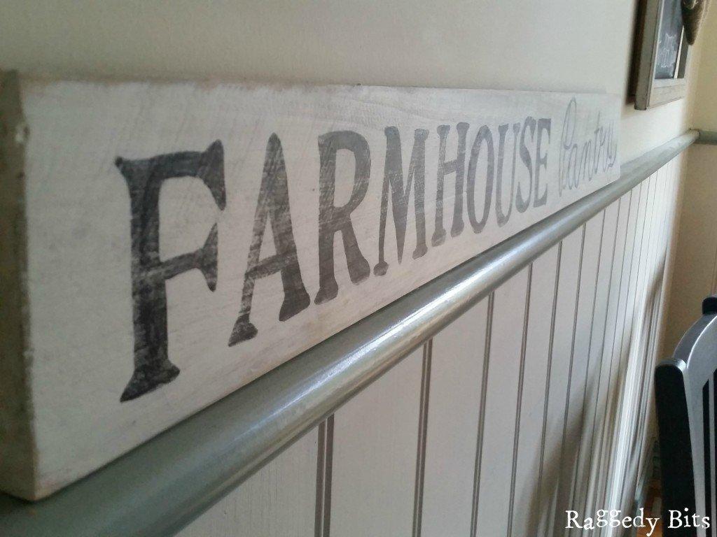 Make you very own DIY Pallet Farmhouse Pantry Sign   www.raggedy-bits.com