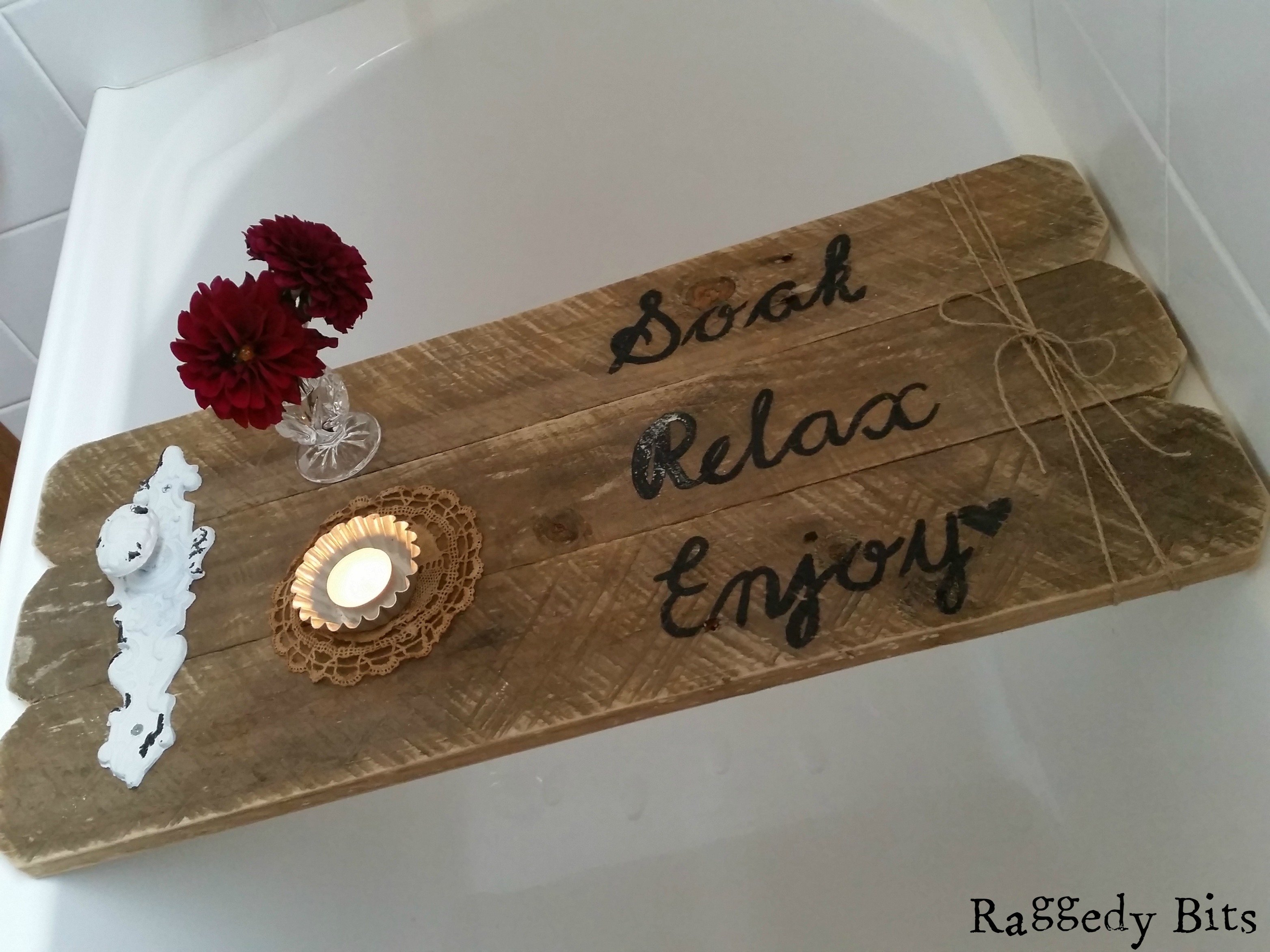 DIY Rustic Pallet Bath Caddy