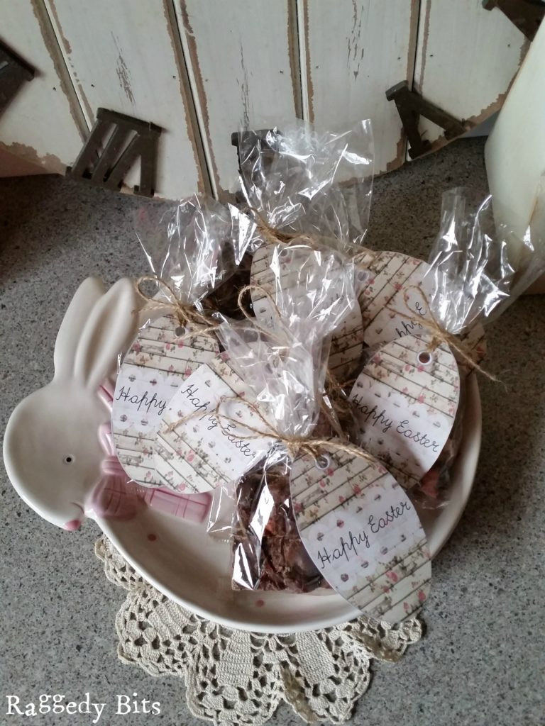 Make you very own Vintage Easter Treat Tags and Rocky Road | www.raggedy-bits.com