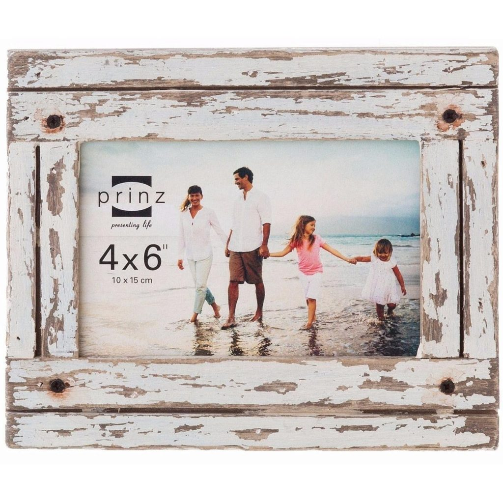 Farmhouse Wooden Frame. A collection of 10 Farmhouse Finds Under $25 | www.raggedy-bits.com