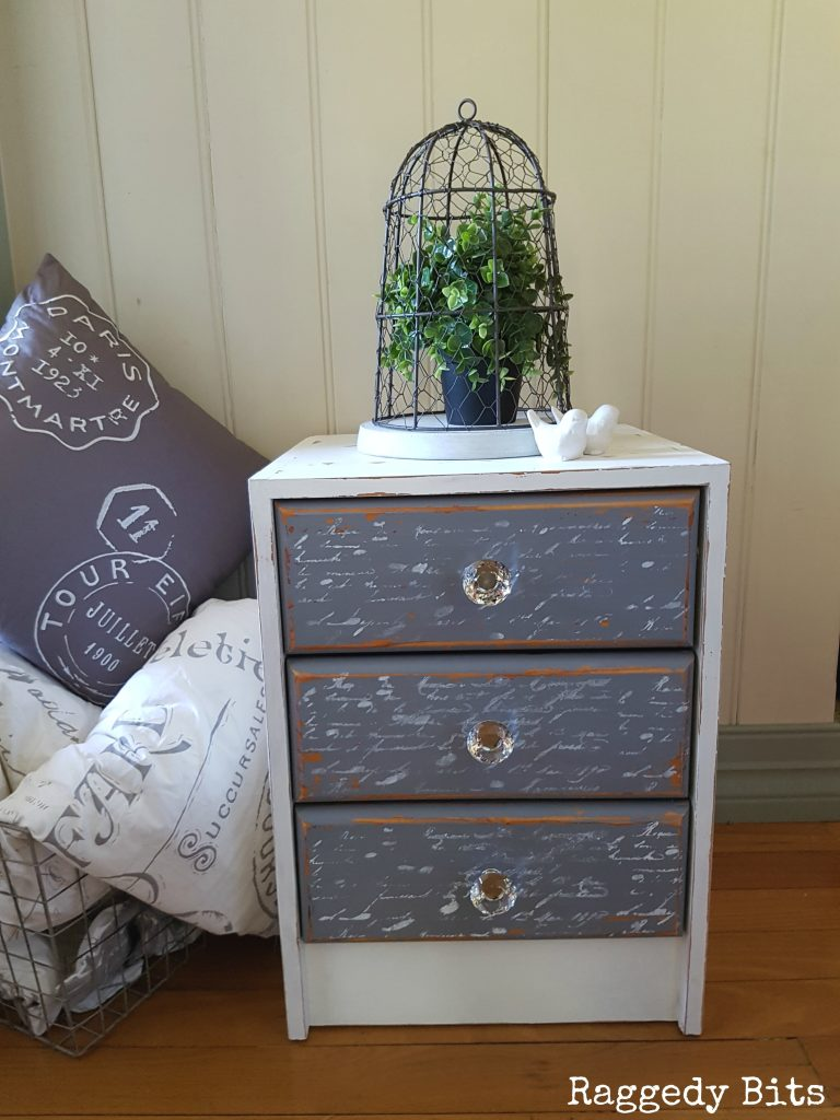 Want to revamp a piece of furniture that you already have? See how to give a dated side table a fresh new French Script Side Table look! Full tutorial   www.raggedy-bits.com
