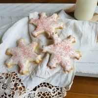 Add some sparkle to your gift giving or Christmas Baking this year and make these cute Pink Sparkle Snowflake Cookies   Printable Recipe   www.raggedy-bits.com