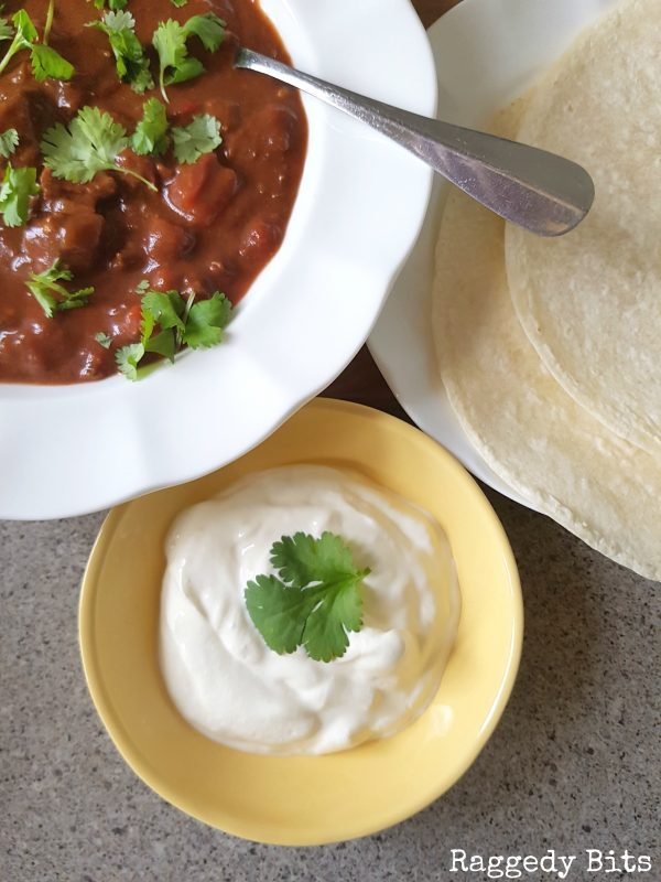 A delicious Slow Cooked Chilli with Chocolate Recipe that melts in your mouth | Printable recipe | www.raggedy-bits.com