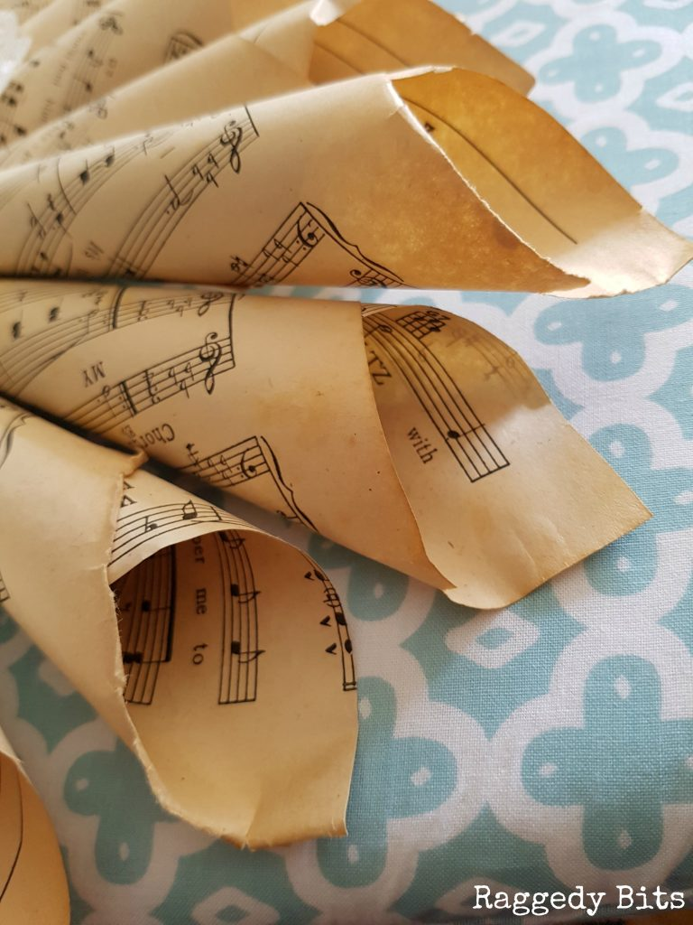 Using music sheets and some paper doily's you can make your very own Vintage Music Sheet and Paper Doily Wreath Frame | Full tutorial | www.raggedy-bits.com