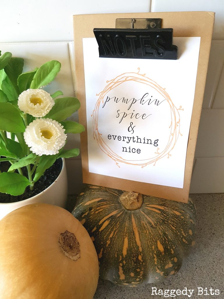 Add some Pumpkin Spice to your home decor with this Pumpkin Spice Everything Nice FREE Printable | www.raggedy-bits.com