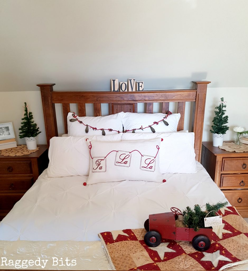 Super excited to be sharing the second part to my very first Christmas in the Blue Mountains Home Tour - Part 2 and spreading some Christmas sprinkles and holiday cheer | www.raggedy-bits.com