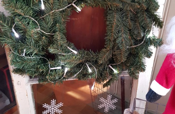 See how to turn an old window into DIY Window Snowflake Sign | 25 Christmas Movies Crafts and Recipes | www.raggedy-bits.com