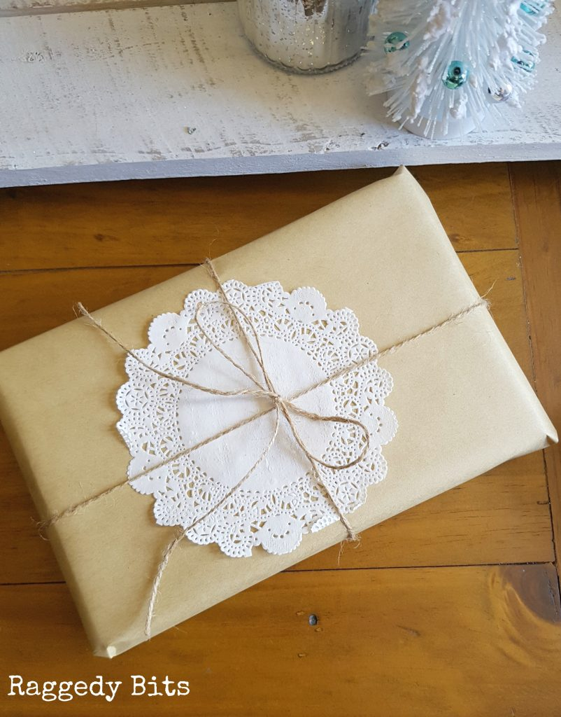 Sharing some Simple Vintage Christmas Gift Wrapping Ideas that is inexpensive | Full tutorial | www.raggedy-bits.com