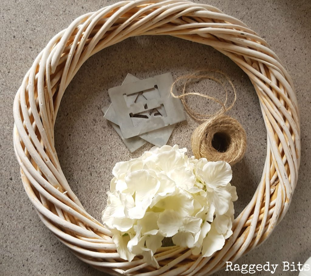 A Super Simple Farmhouse Wreath to make using 5 things from around my home | Full tutorial |