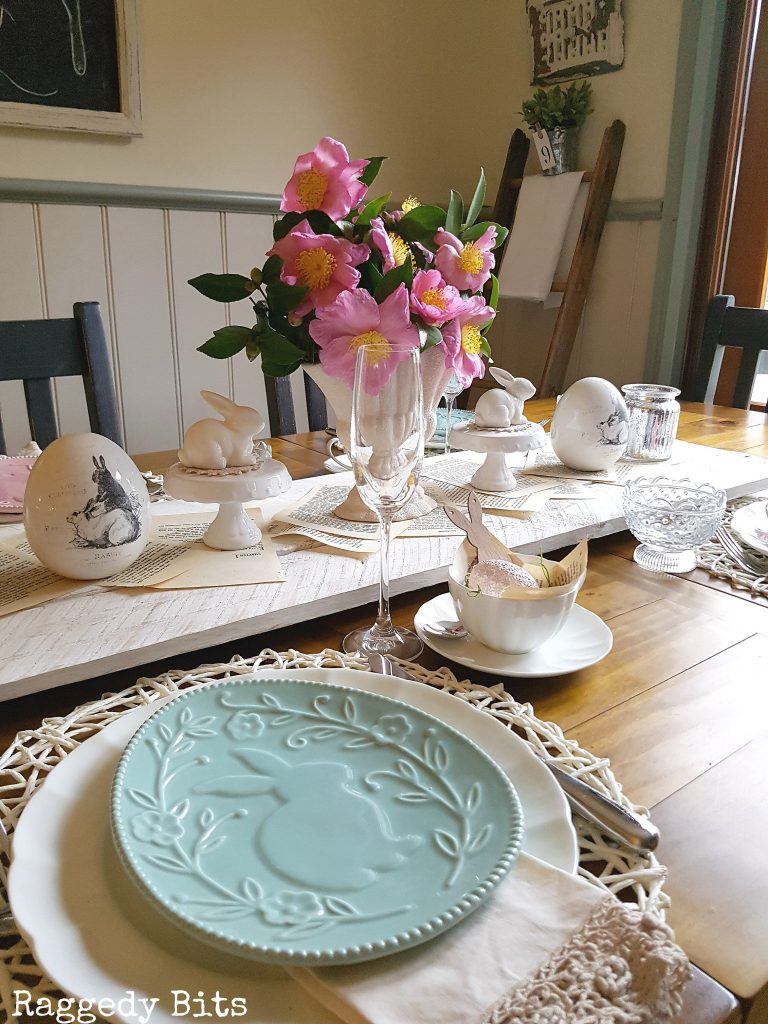 Sharing how to make a Simple Vintage Farmhouse Spring or Easter Tablescape | www.raggedy-bits.com