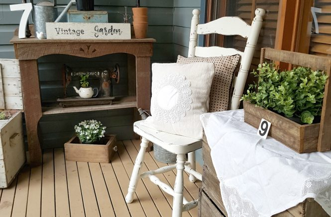Sharing our fun Vintage Farmhouse Garden Tour that won't break the bank | www.raggedy-bits.com