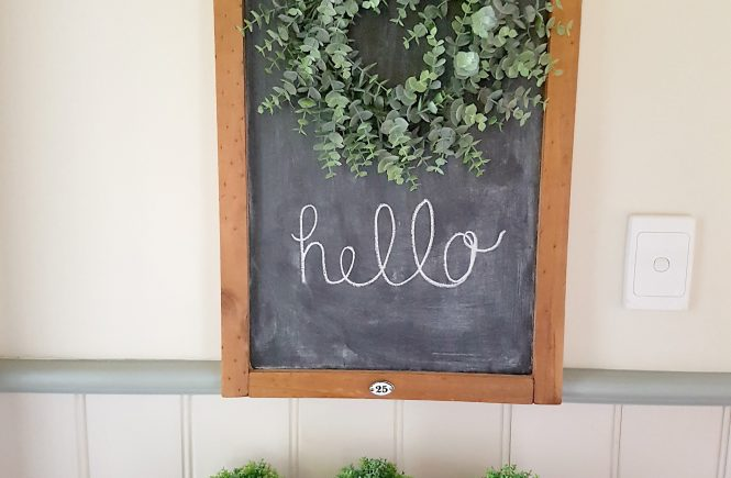 Find out how to repurpose an old calendar holder or any other frame into a Farmhouse Chalkboard | Full Tutorial | www.raggedy-bits.com