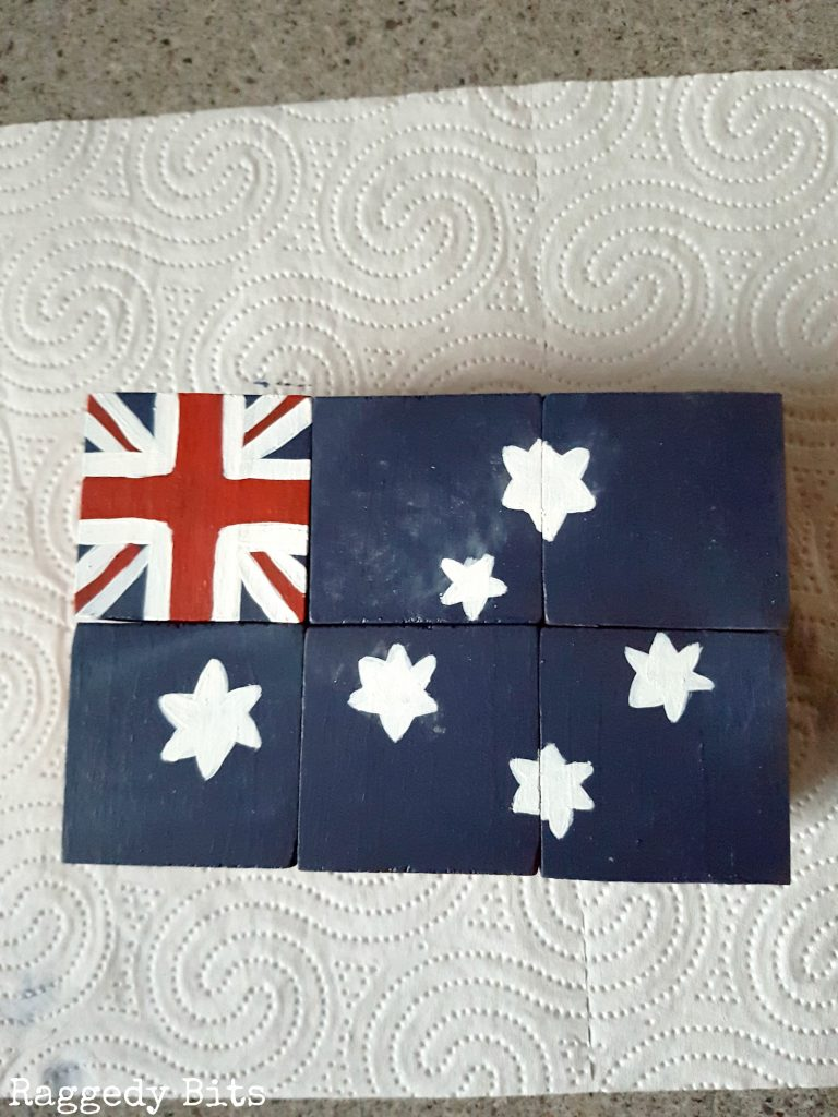 Turn dated wooden blocks into repurposed vintage farmhouse patriotic wooden blocks | full tutorial | www.raggedy-bits.com