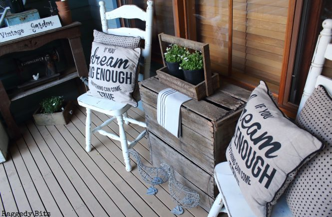 Sharing 5 ways on How to add Farmhouse Charm to your Porch that won't break the budget | www.raggedy-bits.com