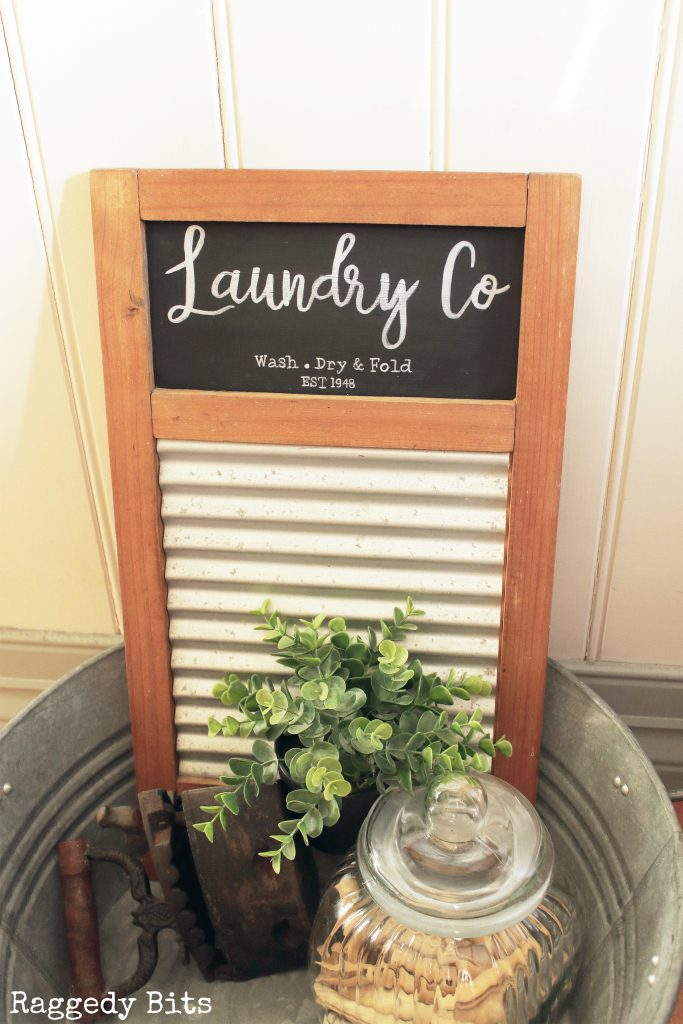 Our laundry is in the middle of a little makeover and I almost threw out this dated wash board. Sharing how our Upcycled Vintage Farmhouse Wash Board with a FREE printable | www.raggedy-bits.com