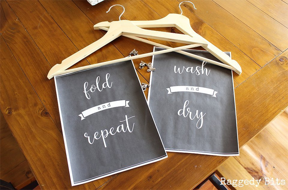Need some wall art to make your laundry at least a little fun? Sharing some Farmhouse Style Free Washing Day Laundry Printables which will be sure to do the trick | www.raggedy-bits.com