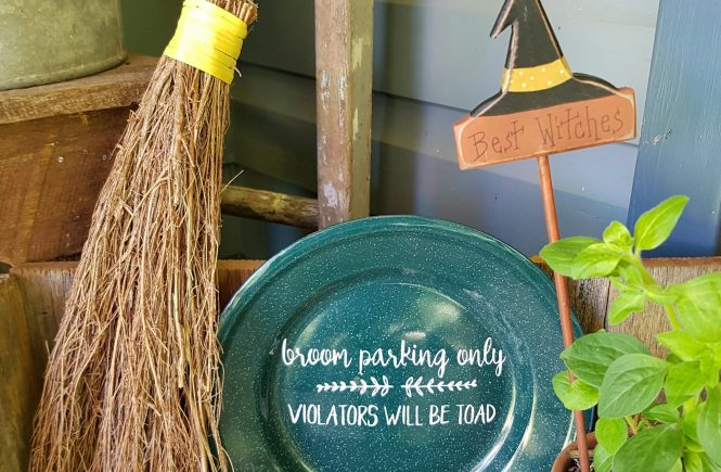 A fun easy DIY Halloween Witches Parking Sign to make to add some Halloween touches go your decorating | www.raggedy-bits.com
