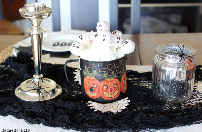 5 Day Halloween Decorating Challenge | DAY 1 Halloween Cupcake Cups Mini Ghost Treats | Make 5 fun projects between now and Halloween | www.raggedy-bits.com #halloween #decoratingideas #easy #minighosttreats #treats