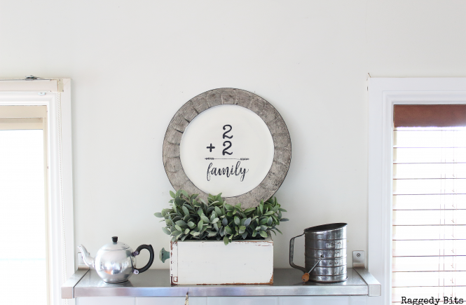 A fun easy Thrifted Plate Farmhouse Wall Art to make | www.raggedy-bits.com | #diy #farmhouse #repurpose #painted #wallart