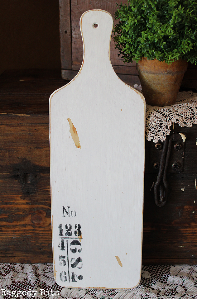 Add some farmhouse charm to your home with this sweet handpainted Farmhouse Wooden Numbered Paddle. Click on the picture to find out more details | www.raggedy-bits.com | #farmhouse #numbered #handpainted #raggedybits #shop