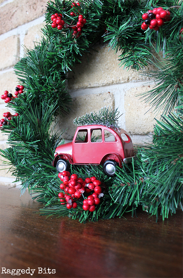 Day 9 of our 12 Days of Christmas Blog Hop is all about wreaths. Sharing a simple 5 Minute Vintage Truck Wreath for you to make in an afternoon | www.raggedy-bits.com #12DaysofChristmas #raggedybits #wreath #vintage #farmhouse DIY #easy