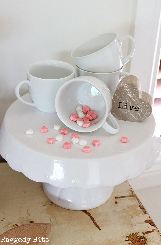 Sharing a how to make a Simple Farmhouse Valentines Vignette using things from around your home that you already have | www.raggedy-bits.com | #raggedybits #valentines #vignette #farmhouse #simple