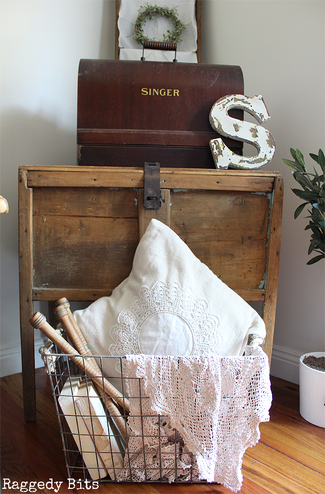 Ever wondered how to make a Simple Farmhouse Vignette using Old Wares? Making a nice cosy display can add some nice farmhouse charm to your home. Click on the picture for more details | www,raggedy-bits.com | #vignette #farmhouse #raggedybits #oldwares #homedecor #singersewingmachine