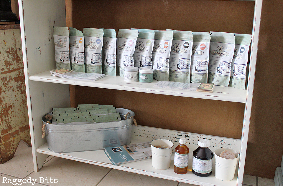 Sharing how to paint a French Script Stencilled Shelf from a roadside find and a few coats of Miss Mustard Seed Milk Paint - Farmhouse White   www.raggedy-bits.com   #missmustardseed #paintedfurniture #DIY #raggedybits #distress #chippy