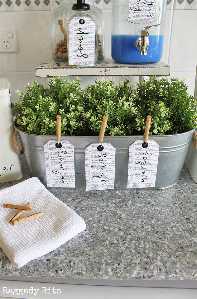 Have fun being creative and Organise your Laundry with farmhouse labels. This is a set of 7 Labels to get you on your way | www.raggedy-bits.com | #labels #laundry #organise #farmhouse #raggedybits #DIY