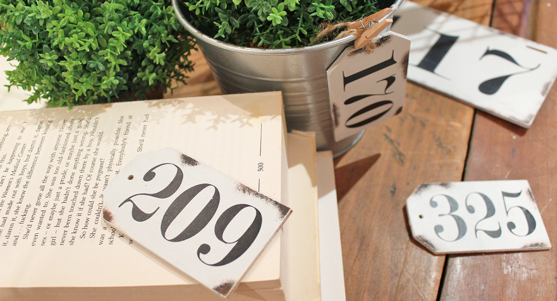 Sharing a fun way to make Faux French Enamel Number Tags using Fusion Mineral Paint - Lamp White, Coal Black and Tuscan Orange | www.raggedy-bits.com | #enamel #faux #french #fusionmineralpaint #raggedybits #DIY #numbers #decorate #farmhouse #homedecor