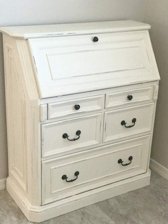 How to Refinish Furniture with Chalkpaint is a feature from Waste Not Wednesday-110 by A Mom's Take | www.raggedy-bits.