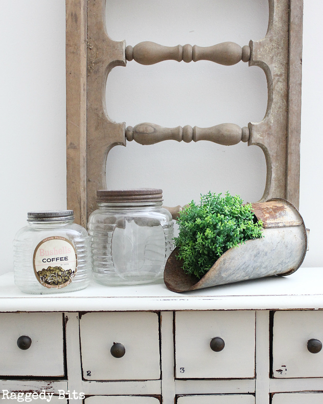 Have you ever been out junking and come across a piece of Architectural Salvage and not sure what to do with it? Sharing a few fun ways to add it to your home for some fun Farmhouse Decor | www.raggedy-bits.com | #farmhouse #architectural #salvage #raggedybits #homedecor #decorating