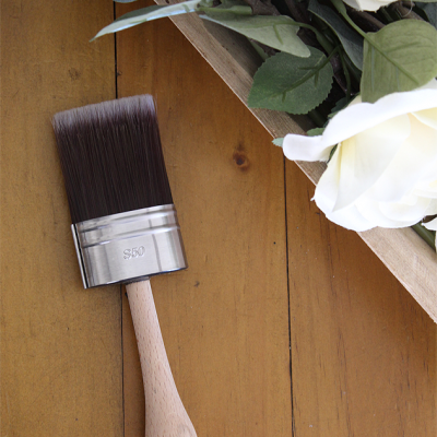 Cling On! Brushes - Shot Handled S50 feature soft and durable DuPont synthetic filaments fully locked in epoxy cement to minimize shedding, a stainless steel ferrule and a beechwood handle | www,raggedy-bits.com | #clingon #paintbrush #DIY #paintedfurniture #shorthandled #raggedybits