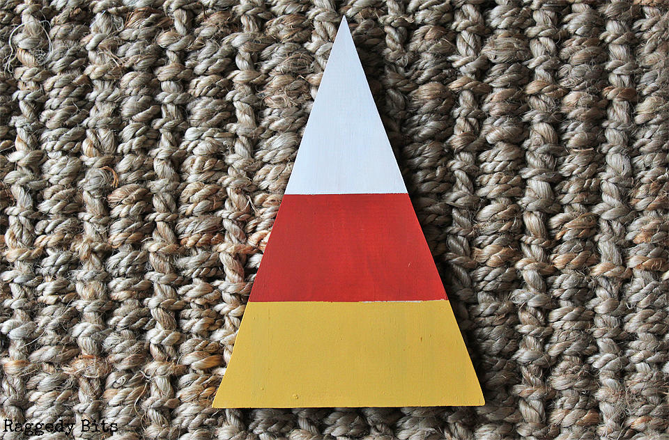 Day 4 of the Halloween 5 Day Decorating Challenge. Sharing how to make a Wooden Halloween October 31st Candy Corn Sign to decorate with this Halloween | www.raggedy-bits.com | #raggedybits #halloween #sign #candycorn #spider #DIY #decorate