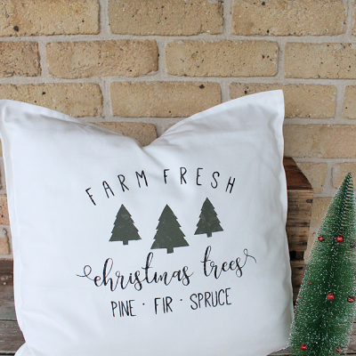 Handmade Farm Fresh Christmas Tree Pillow using Fusion Mineral Paint - Bayberry, Coal Black and Cranberry | www.raggedy-bits.com | #raggedybits #handmade #vintage #farmhouse #christmaspillow #christmasdecor