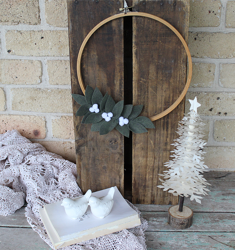 Day 1 of our 12 Days of Christmas Blog Hop 2018 is all about DIY Wreaths. Sharing how to make a Christmas White Berry Embroidery Hoop Wreath | www.raggedy-bits.com #raggedybits #farmhouse #vintage #christmas #12DaysOfChristmasBlogHop #whiteberry #embroideryhoop #felt