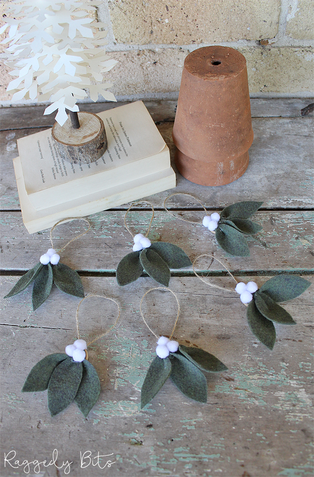It's that fun time of the year again for the 2018 Ornament Exchange! Where bloggers from all over the world get to make an ornament and send it to their partner! Sharing How to Make Farmhouse Christmas White Berry Felt Ornaments   www.raggedy-bits.com   #raggedybits #ornament #christmas #felt #farmhouse #diy #whiteberry