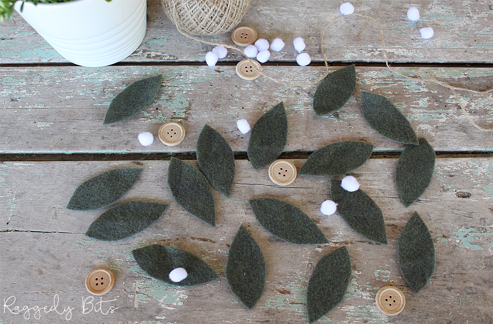 It's that fun time of the year again for the 2018 Ornament Exchange! Where bloggers from all over the world get to make an ornament and send it to their partner! Sharing How to Make Farmhouse Christmas White Berry Felt Ornaments | www.raggedy-bits.com | #raggedybits #ornament #christmas #felt #farmhouse #diy #whiteberry
