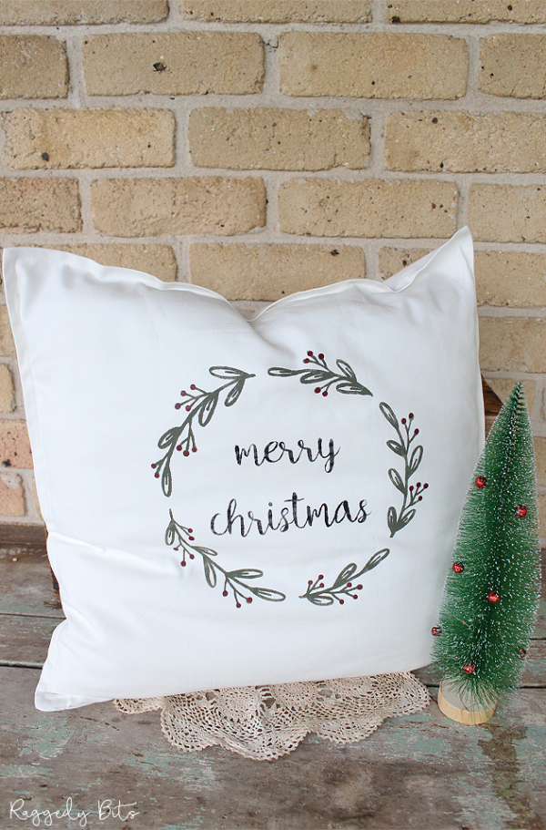 Handmade Merry Christmas Pillow using Fusion Mineral Paint - Bayberry, Coal Black and Cranberry | www.raggedy-bits.com | #raggedybits #handmade #vintage #farmhouse #christmaspillow #christmasdecor