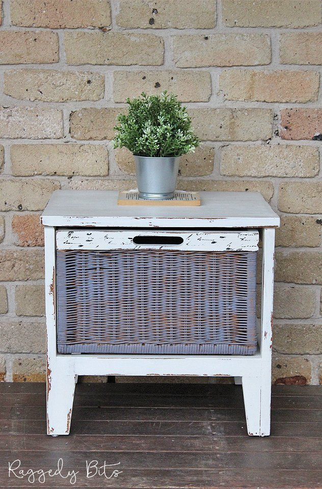 French Script Side Table | www.raggedy-bits.com | #raggedybits #paintedfurniture #homedecor #DIY #upcycle
