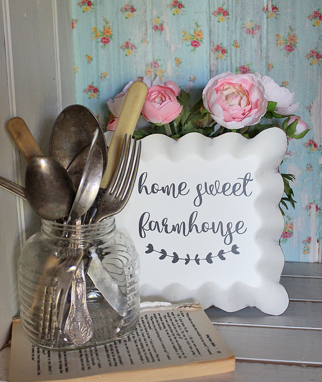 A fun way to add some Vintage Farmhouse charm to your home with these Vintage Farmhouse Candle Pan Signs - Home Sweet Home | www.raggedy-bits.com | #raggedybits #shop #homesweethome #vintage #farmhouse #sign #homedecor #decorate