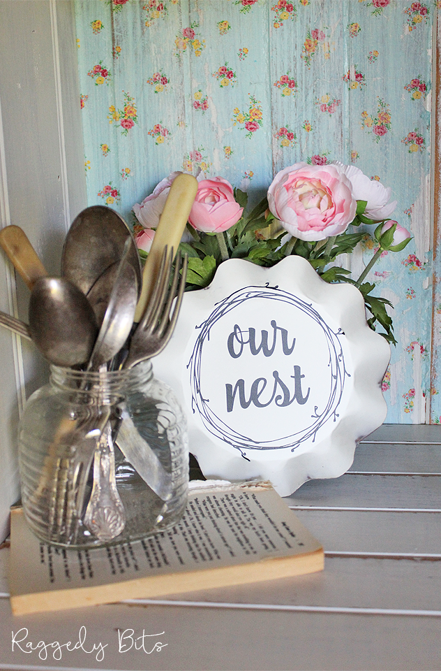 A fun way to add some Vintage Farmhouse charm to your home with these Vintage Farmhouse Candle Pan Signs - Our Nest | www.raggedy-bits.com | #raggedybits #shop #ournest #vintage #farmhouse #sign #homedecor #decorate