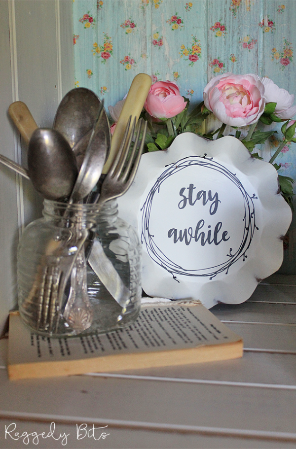 A fun way to add some Vintage Farmhouse charm to your home with these Vintage Farmhouse Candle Pan Signs - The Milk & Cream Co | www.raggedy-bits.com | #raggedybits #shop #TheMilk&CreamCo #vintage #farmhouse #sign #homedecor #decorate