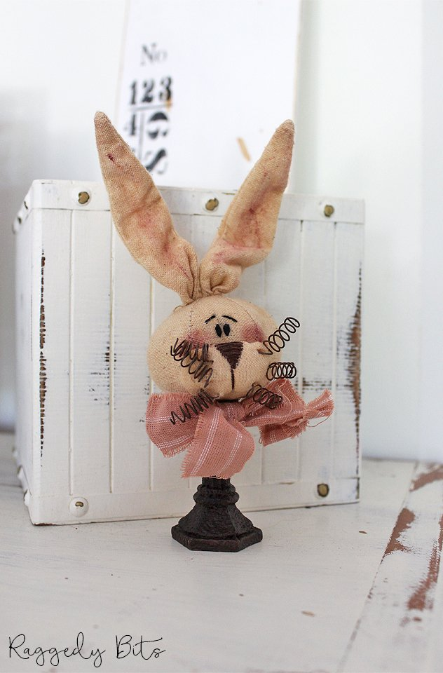 This cute little bunny stand is sure to add some whimsical charm to your Easter decor | www.raggedy-bits.com