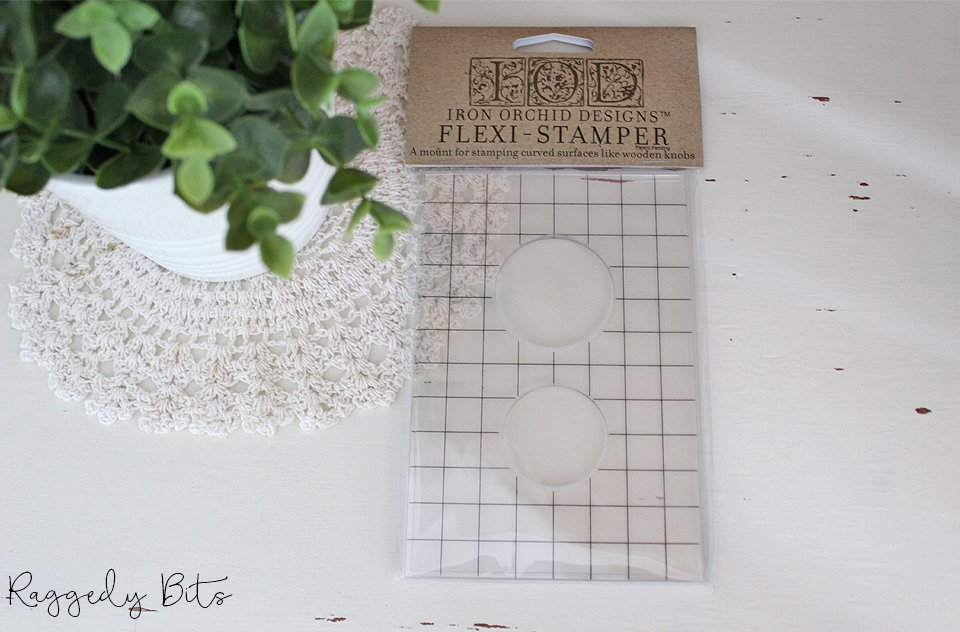 Have fun adding texture to your projects with these fun Iron Orchid Designs using the Flexi Stamper. It enables you to stamp on curved edges like knobs or drawer pulls | www.raggedy-bits.com | #raggedybits #IOD #DecorStamps #flexistamper #texture