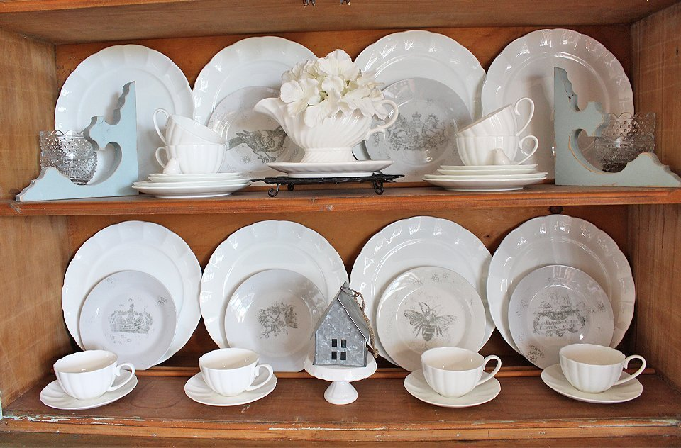 Sharing a fun way to decorate with thrifted plates | How to Stamp Farmhouse Thrifted Plates | www.raggedy-bits.com | #raggedybits #DIY #repurpose #IOD #upcycle #farmhouse #homedecor