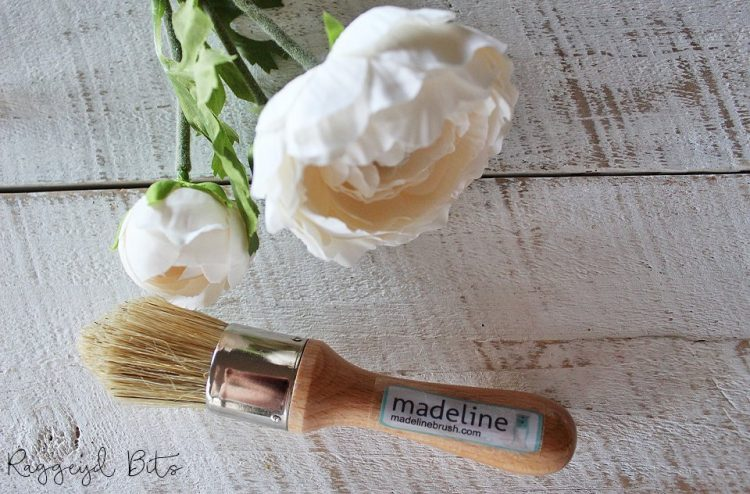 Madeline - Mini Rounded feature superb quality affordable wax brush with an ergonomically shaped handle that fits perfectly in the palm of your hand | www,raggedy-bits.com | #madeline #paintbrush #DIY #paintedfurniture #shorthandled #raggedybits #waxbrush